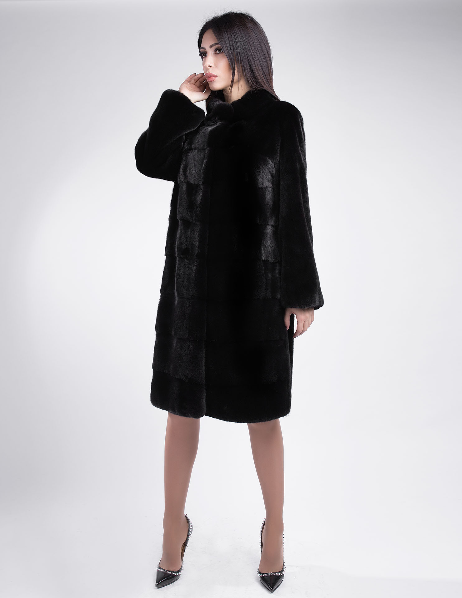 Норковая шуба с отделкой из меха полярной лисы PT furs 561